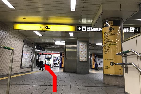 ①「北浜駅」1-A出口を出ます。